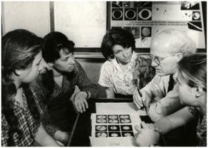 Занятия с юными астрономами ведет профессор