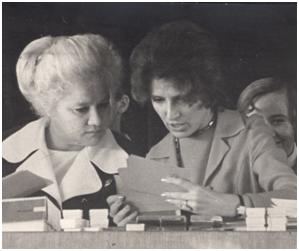 На областной сессии МАН «Искатель» (слева - М.П. Арефьева)
